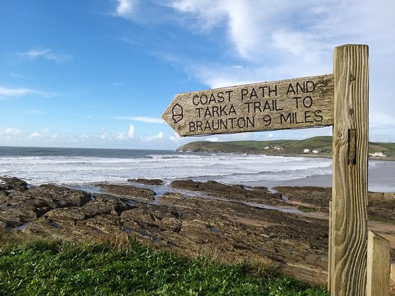IMG-Coastal-PAth_-Tarka-Trail-sign