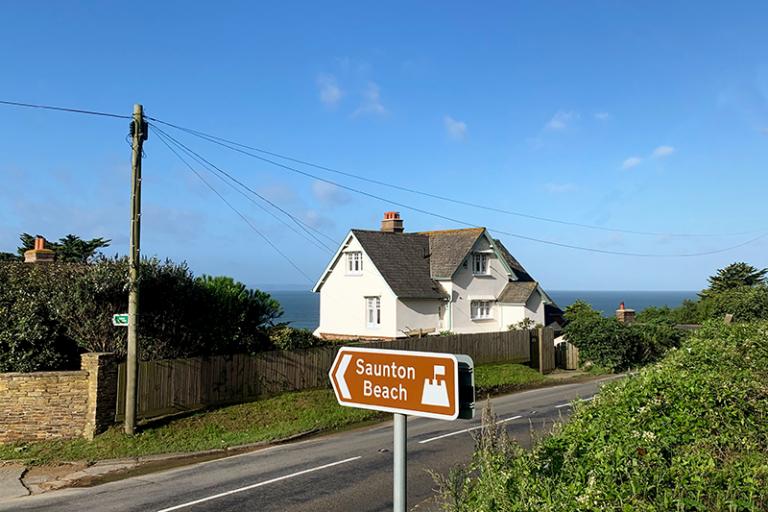 IMG-Knelle-Lodge-Saunton-sign